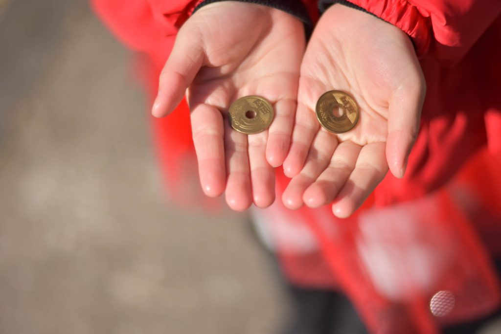 お賽銭の意味を子供に教える